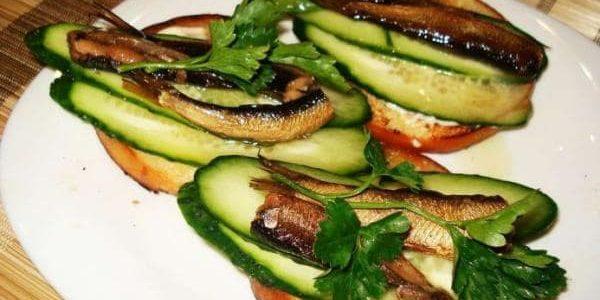 Бутерброды со шпротами — простые и вкусные