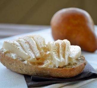 Бутерброды с грушей и сыром