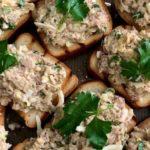 Бутерброды с консервированным тунцом