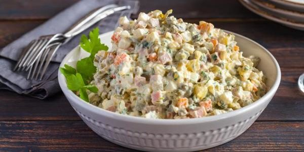 Классический салат Оливье на новый год — 8 рецептов приготовления