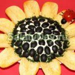 Слоеный салат подсолнух с чипсами
