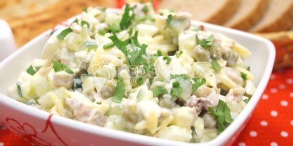 Очень вкусный салат с чесноком