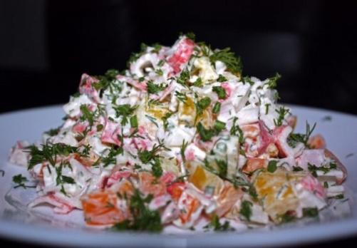salat-s-kopchenoj-kuricej